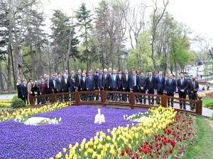 Başkan Uysal İstanbul'daki Başkonsolosları lalelerle buluşturdu