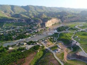 """""""Hasankeyf'te tarihi eserlerin taşınması işlemleri hızla sürüyor"""""""
