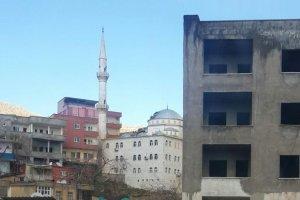 Camiye isabet eden roket büyük zarar verdi
