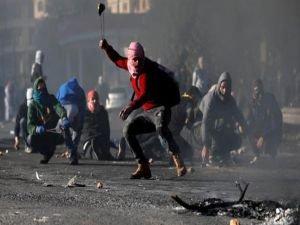 Siyonistler Filistinlilere saldırdı: Bir şehit onlarca yaralı