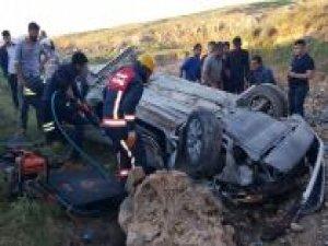 Otomobil dereye uçtu: Bir ölü