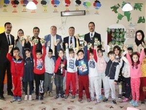 Van'da okullarda kuru üzüm dağıtımı yapıldı