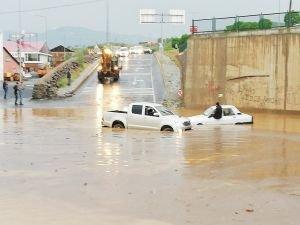 Bingöl'de sağanak yağış hayatı felç etti