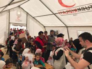 Kızılay ve Ensar Vakfı Suriyeli çocukların yüzünü güldürdü