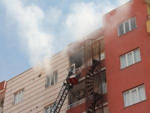 Mutfak tüpünden çıkan yangın paniğe neden oldu