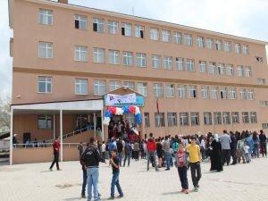 Okulları bir kaç kez yakılmasına rağmen pes etmediler
