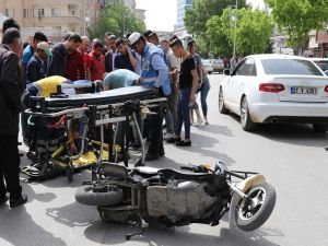 Otomobille çarpışan Suriyeli bisiklet sürücüsü yaralandı