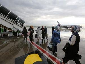 Her gün temizledikleri uçakla ilk kez yolculuk yaptılar