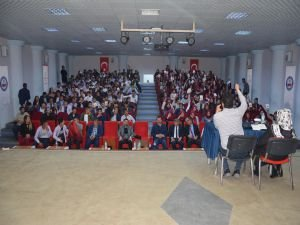 Batman'da 'Gençlik Değerlerini Keşfediyor' konferansı