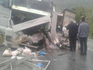 Bitlis'te iki TIR çarpıştı!