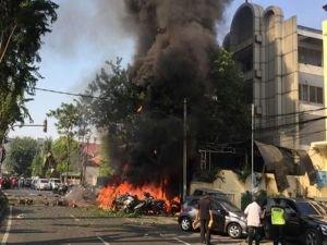 Endonezya'da bombalı saldırı: 7 ölü
