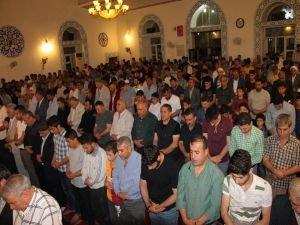 """""""İlk teravih namazında Filistinli kardeşlerimize dua edeceğiz"""""""