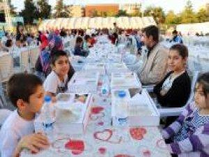 Binlerce kişi birlikte iftar açtı
