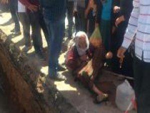 Doğal gaz için kazılan çukura düşen kadın yaralandı