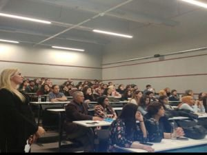 Pınar Holt'tan Öğrencilere 2 Kritik Soru!