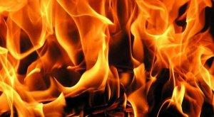 Okulun çatısında çıkan yangın paniğe neden oldu