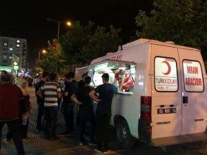 Kızılay'ın ikram aracı iftar sonrası hizmet etmeye devam ediyor
