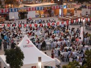 İslam Dünyası Yetimler Günü'nde Türk Kızılayı tüm dünyada iftar sofraları kuracak
