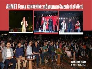 Ahmet Özhan konserine, yağmura rağmen büyük ilgi