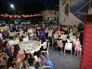 Deniz Feneri Derneği'nden Dünya da ve Türkiye'de Yetimlere İftar