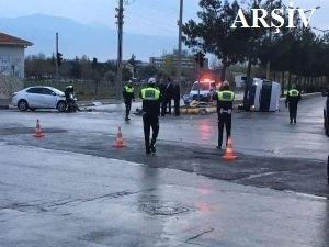 Polisleri taşıyan minibüs devrildi: 16 yaralı