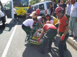 Trafik kazasında adamın bacağı koptu