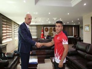Aksoy, Dünya Şampiyonunu makamda kabul etti