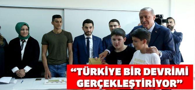 Erdoğan: Türkiye, adeta bir demokratik devrimi gerçekleştiriyor