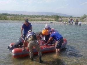 Suda mahsur kalan 10 kişi kurtarıldı