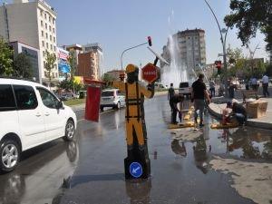 Belediyeden trafik yönlendirme robotu