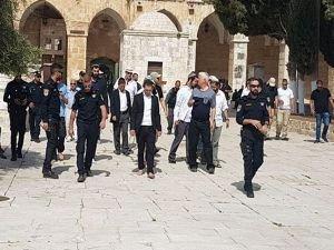 Siyonistler Mescid-i Aksa'yı bastı
