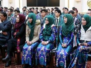 Özbekistan Bakanlar Kurulu orta dereceli okullarda başörtüsünü yasakladı