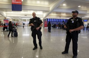 ABD Havalimanı'nda şüpheli paket panik yarattı