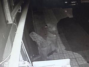 Hırsızlar motosikletçiyi soydu
