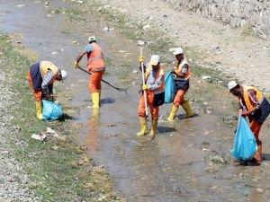 Van Gölüne dökülen derelerde temizlik yapılıyor
