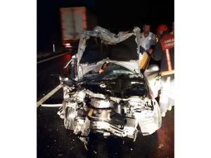 TIR taksiye arkadan çarptı: 2 ölü