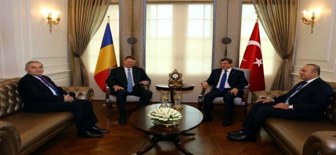Başbakan Davutoğlu, Romanya Cumhurbaşkanı ile bir araya geldi