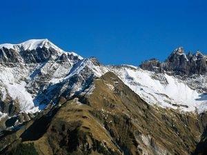 İsviçre'de uçak düştü: 20 ölü