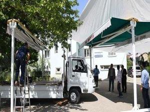 Muş'taki cami avlularına tente kuruluyor