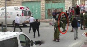 İsrail askeri onlarca kişinin gözleri önünde yaralı Filistinliyi vurdu