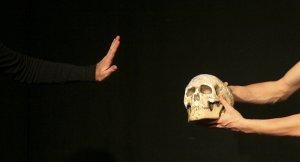 400 yıl önce hayatını kaybeden yazarın kafatası çalındımı?