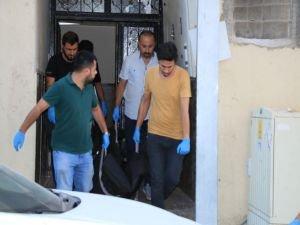Yabancı uyruklu kadın bıçaklanarak öldürüldü