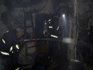 5 katlı binada yangın: 18 kişi hastaneye kaldırıldı