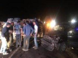 İki araç çarpıştı: 14 yaralı