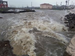 İdil'de köyler su altında kaldı
