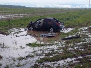 İdil'de yoldan çıkan araç takla attı