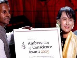 Uluslararası Af Örgütü Myanmar liderine verdiği Vicdan Elçisi Ödülü'nü geri çekti