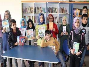 IHO-EBRAR'dan öğrencilere kitap yardımı
