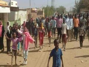 Sudan'daki protestolarda ölenlerin sayısı 37'e yükseldi