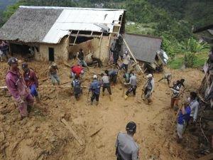 Endonezya'daki heyelanda ölü sayısı 15'e yükseldi